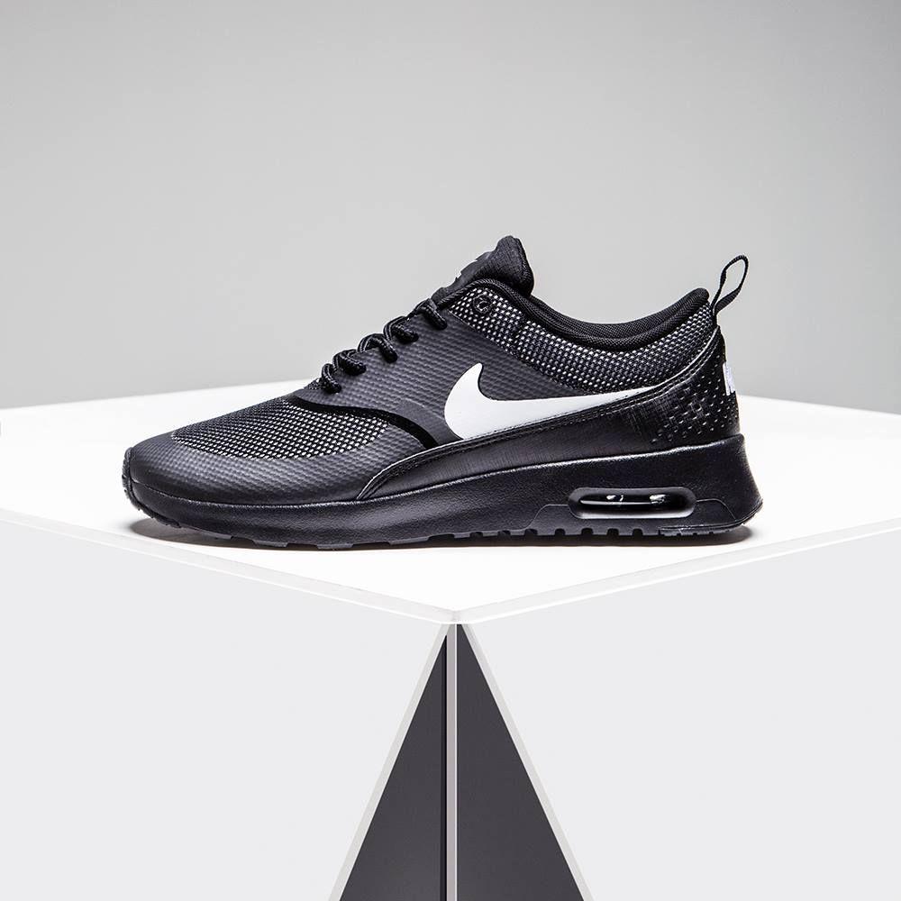 more photos c8e97 2c6de Der Nike Air Max Thea Damenschuh mit hervorragender Polsterung und low-cut  Profil ist bequem und ein zeitloser Klassiker. Hol ihn dir bei JD!