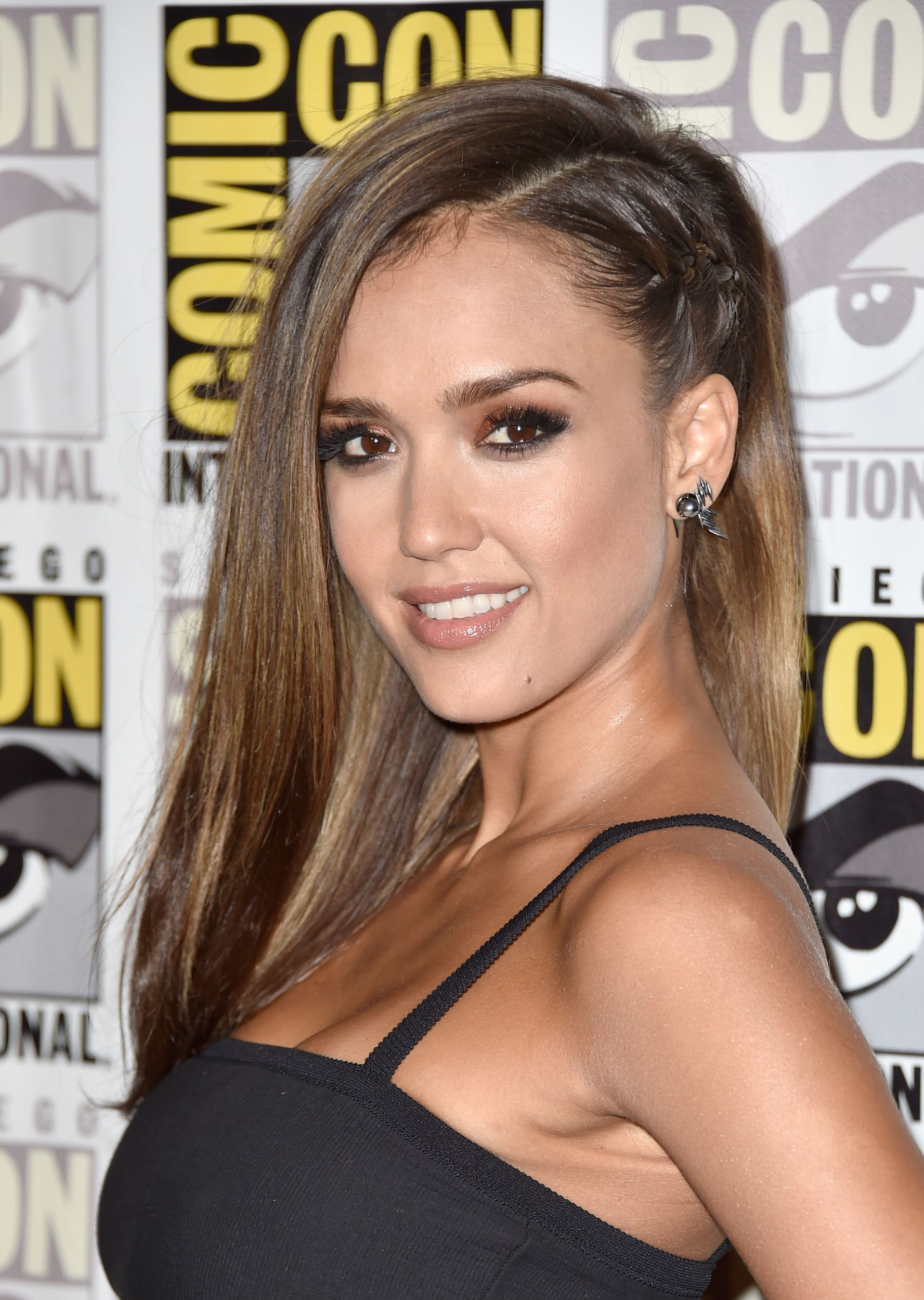 we're obsessed with jessica alba's deep side part | sin city