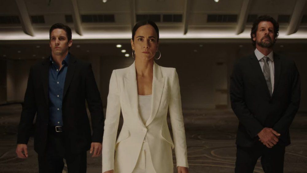 With A Show Like Queen Of The South There Are A Lot Of Moving Parts Characters Come And Go Most New Seasons Bring A Queen Of The South Queen Alfonso Herrera