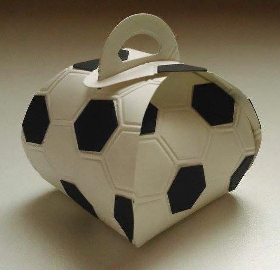 Curvy Keepsake Box Football Kästchen Geschenkkartons
