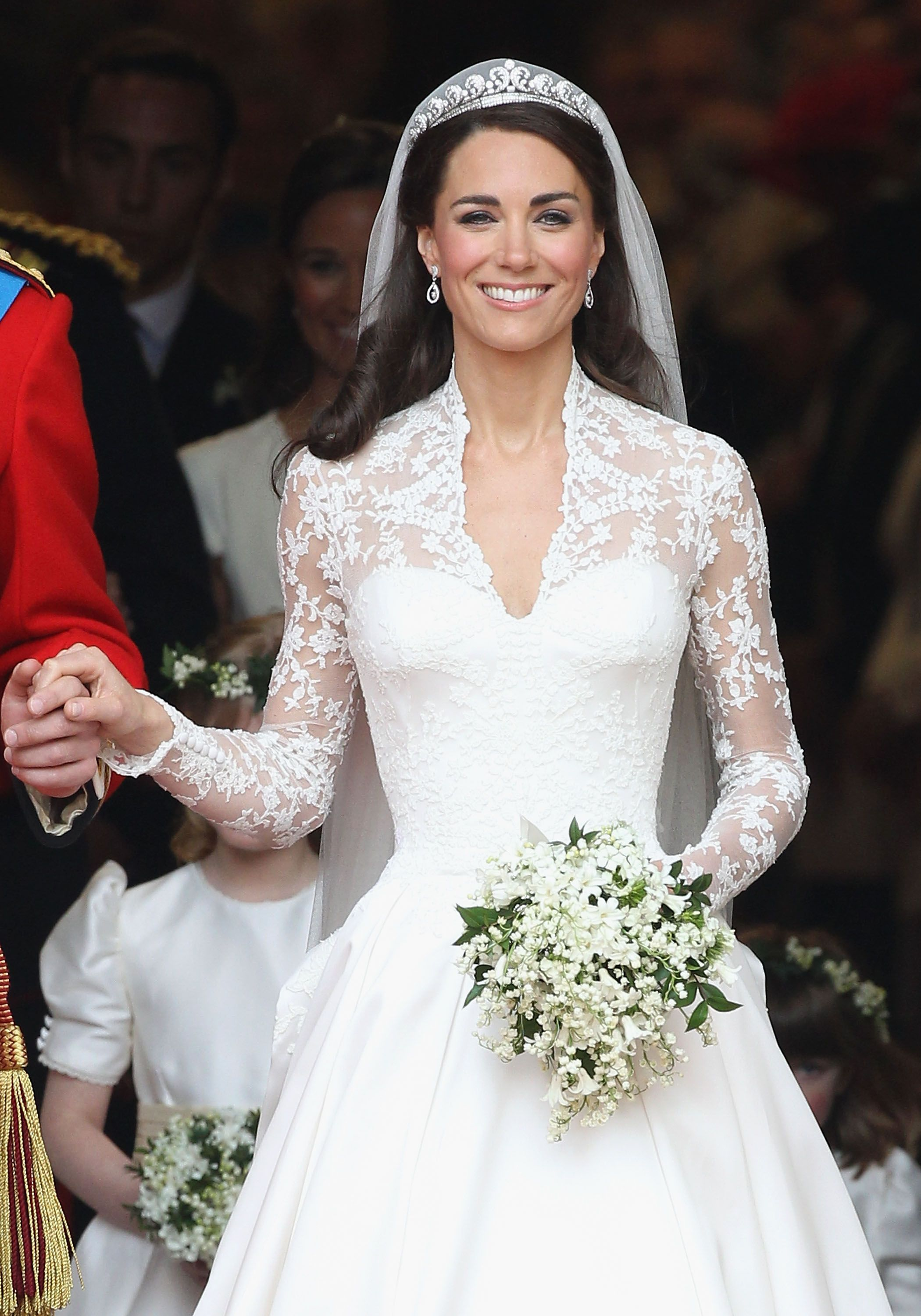 8 Beauty Secrets Straight From Royalty Kate Middleton Wedding Kate Middleton Wedding Dress Celebrity Bride [ 3000 x 2100 Pixel ]