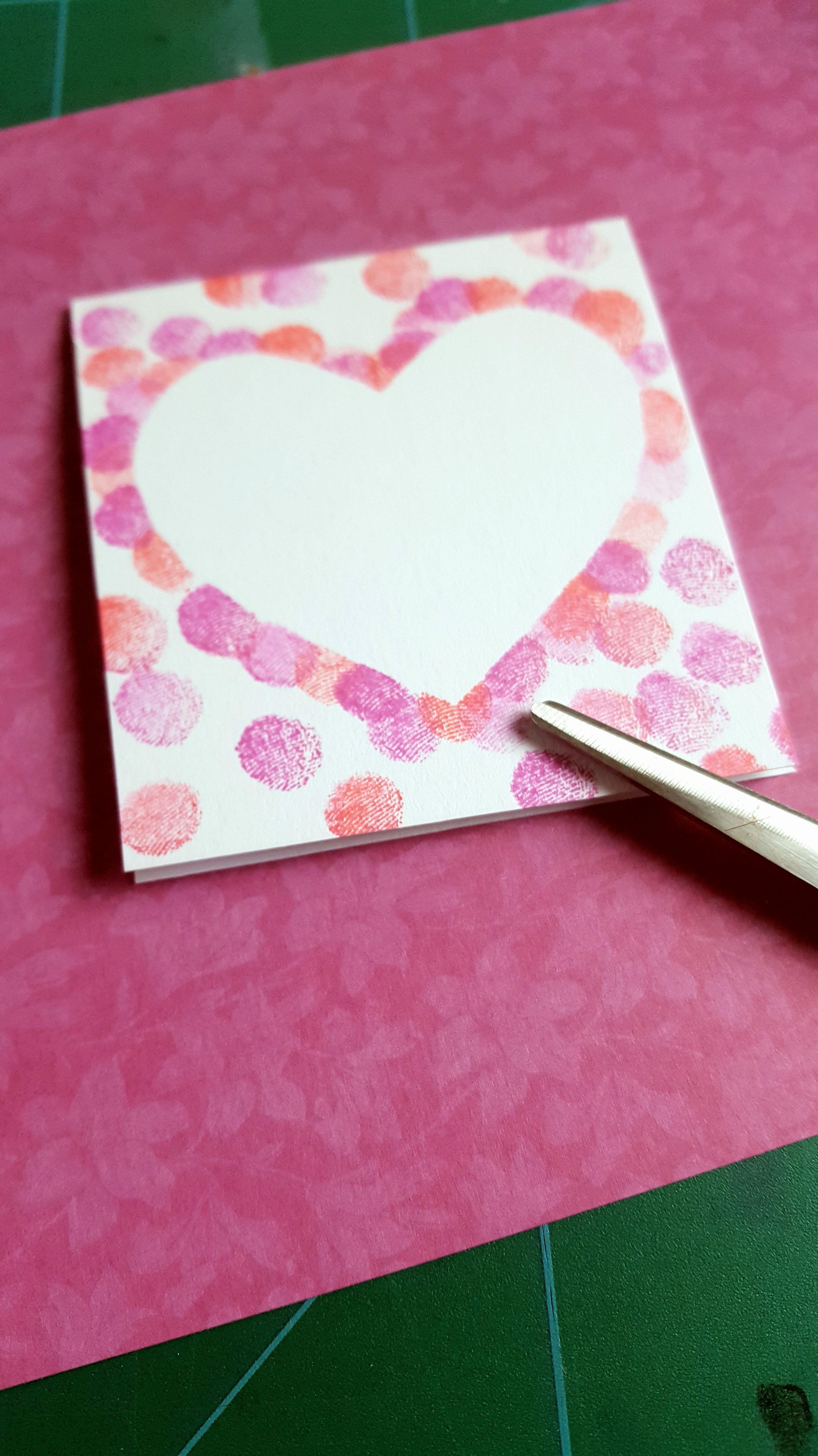 Einfache Karten mit gestempeltem Herz aus Fingerfarben. Ganz leicht mit Kindern ... - Nilay&MutterTag
