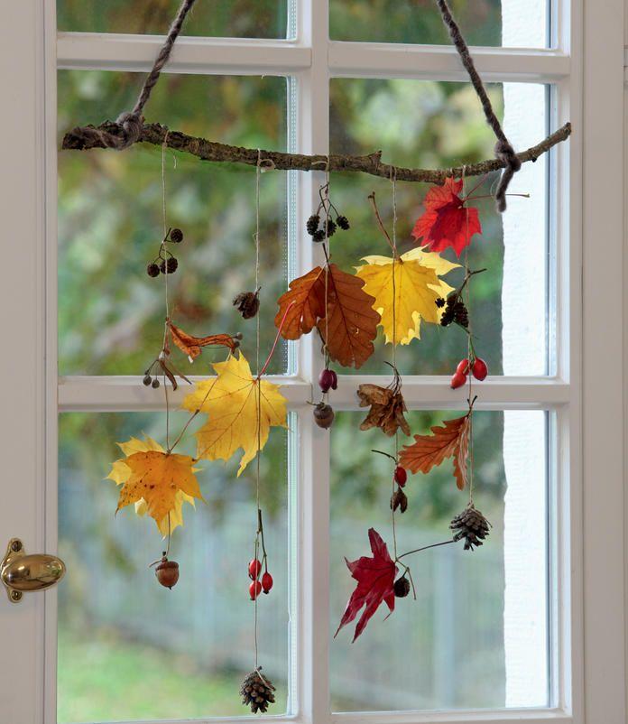 Herbstliche Mobiles aus Blättern und Früchten #herbstfensterdekokinder