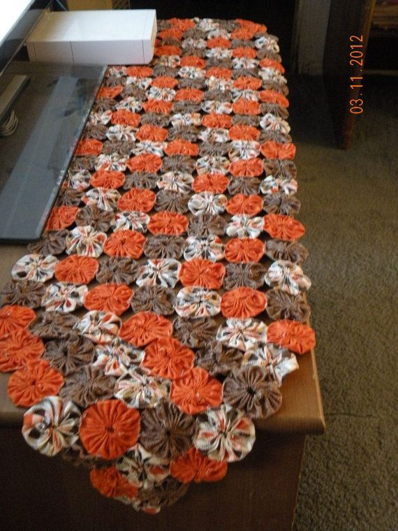 Yo Yo Table Runners Just Finished One In Shades Of Brown Orang And Tans Takes Awhle But Looks Great Patchwork Table Runner Fall Sewing Yo Yo Quilt