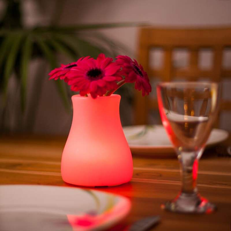 Olio - steuerbare LED-Lichtquelle und Vase von Smart&Green #bodenvasedekorieren