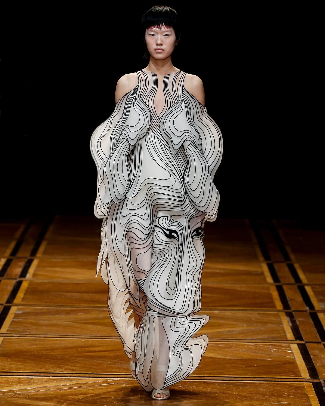 The Shift Souls Dress Multi Layered White Silk Panels Are Heat Bonded To Fine Three Dimensional Drawings That Ar Fashion Couture Collection Couture Fashion