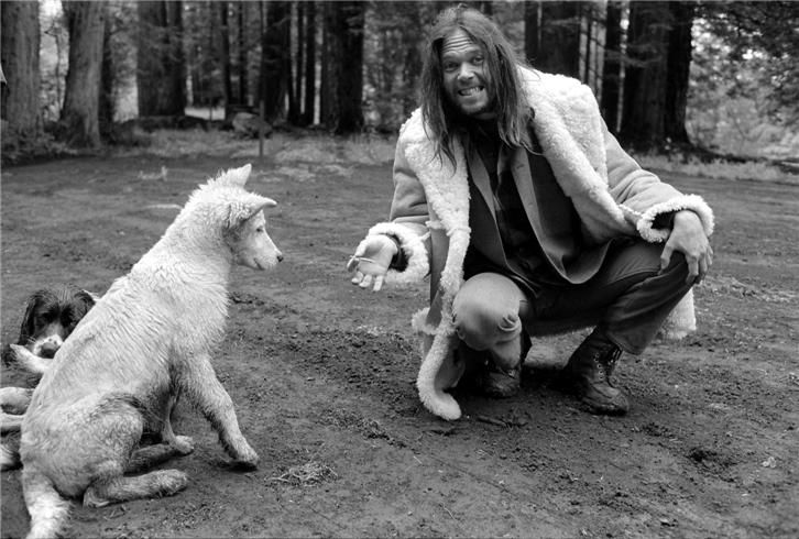 Neil Young and his dogs.     © Henry Diltz