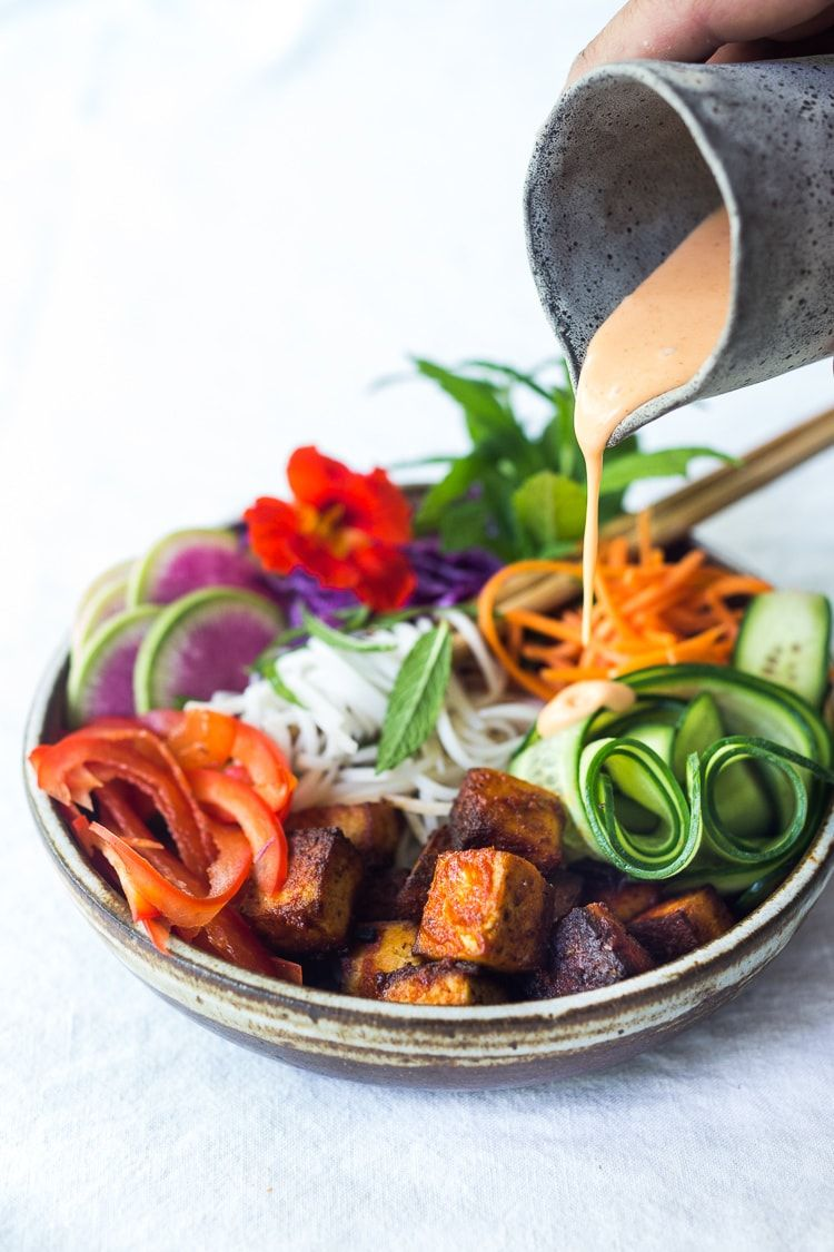 Fresh And Delicious Vegan Bahn Mi Noodle Bowl Recipe Food Recipes Healthy Lunch