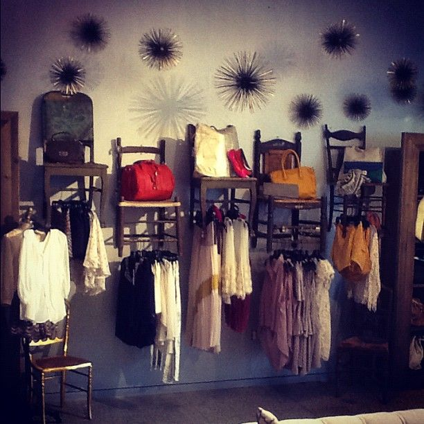 how to make a dressing room for a boutique