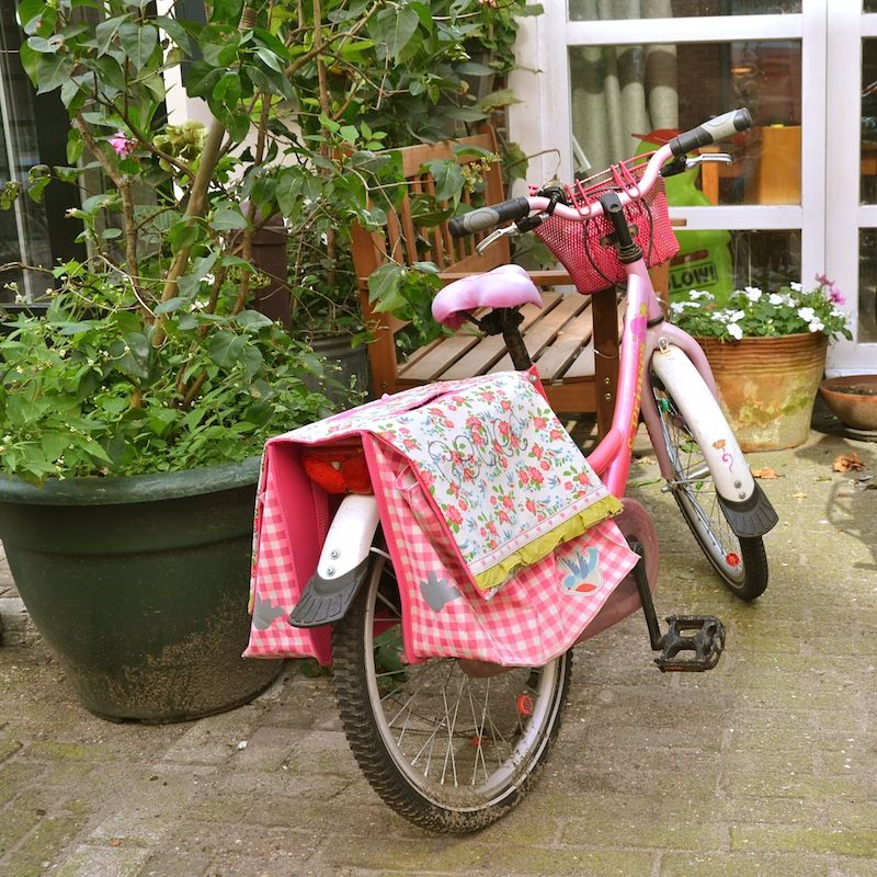 pink bike with great pannaires...what is not to LOVE...