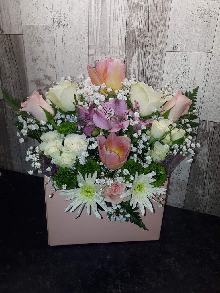 Roses in Box Mixed Offer in 2020 Rose, Flower boxes