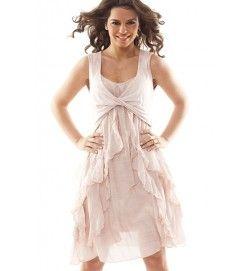 4730ee73fdff Mycket söt och romantisk, laxrosa klänning med volanger och drapering vid  bysten samt en skön