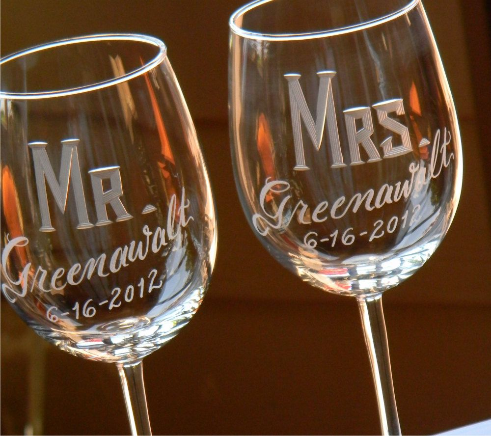 Engraved personalized mr mrs wine glasses set of 2 for Etched glass wedding gifts