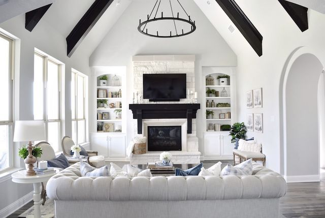 After spending years living all over the country (we're jealous), Erin Vogelpohl, her husband, and their three kids have finally settled in Dallas, Texas, where they own a gorgeously designed home (je