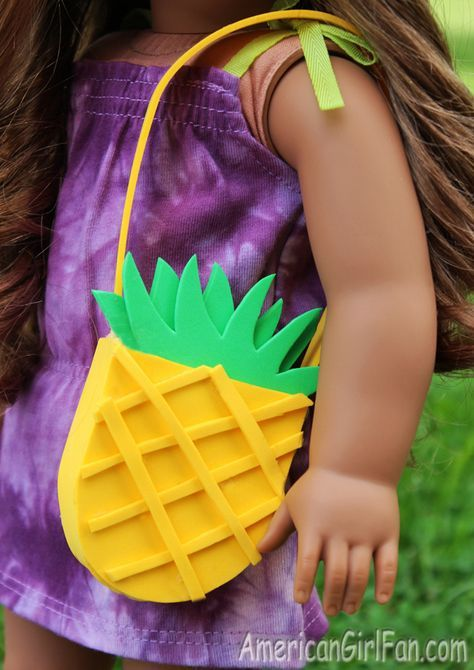 How To Make A Pineapple Purse For American Girl Dolls! (Click through for tutorial and free pattern) #americangirldollcrafts