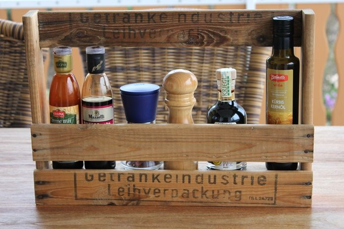 Küchenregal aus alter Weinkiste: http://justanothercopycat.blogspot.de/2015/04/selfmade-regal-diy.html