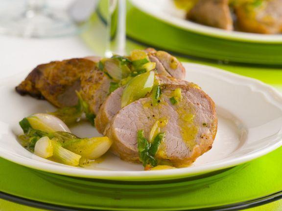 Schweinelende mit Zwiebelsoße ist ein Rezept mit frischen Zutaten aus der Kategorie Schwein. Probieren Sie dieses und weitere Rezepte von EAT SMARTER!