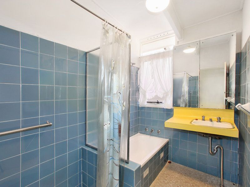Blue and yellow 1960's bathroom. Secret Design Studio knows Mid-Century  Modern Architecture.