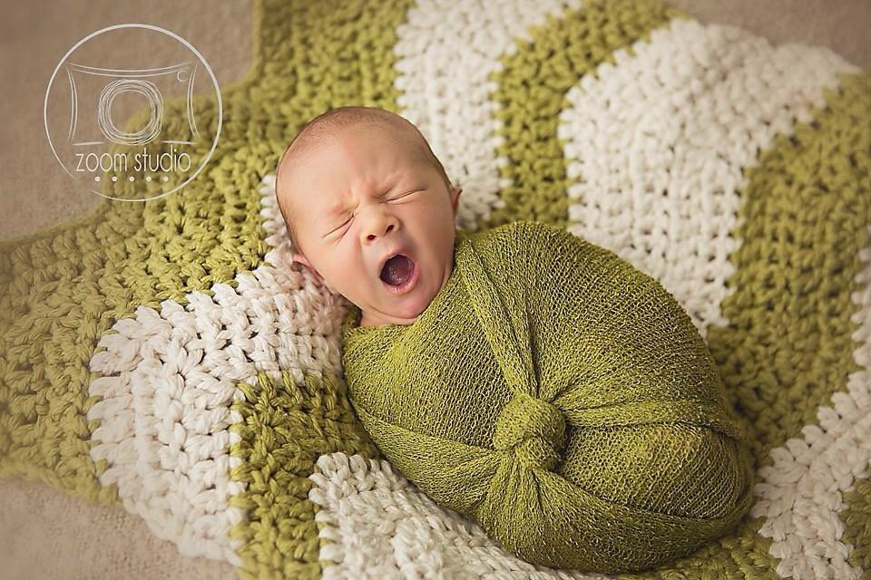 Prop new-born green and beige knit chevrons blanket for photo props hand crocheted to decorate basket