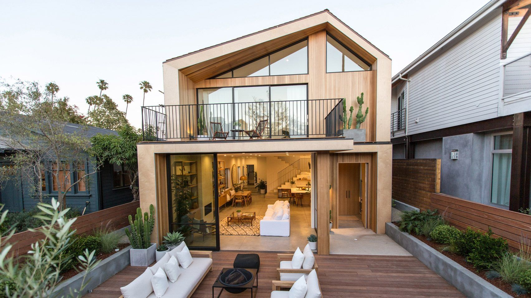 Venice Beach house by Electric Bowery features askew pitched roof ...