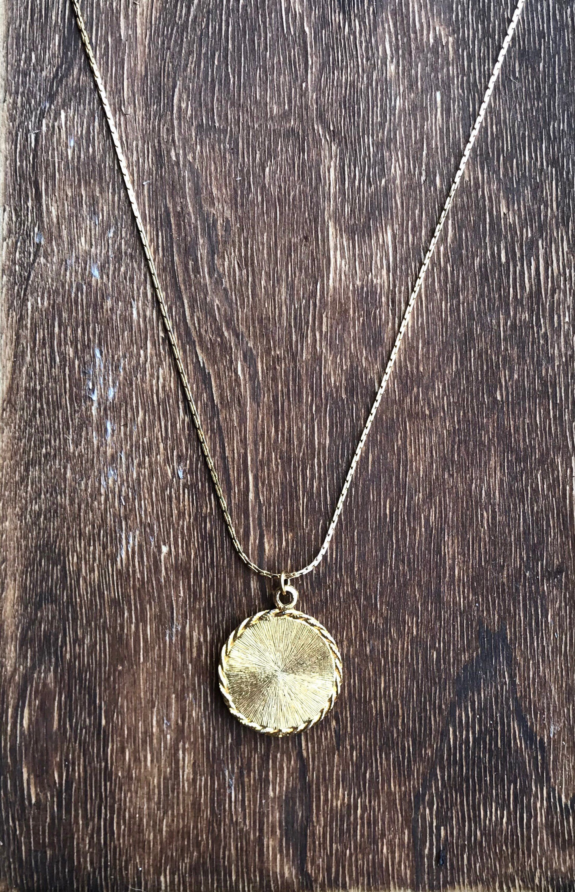 Vintage gold medallion necklace sylisting
