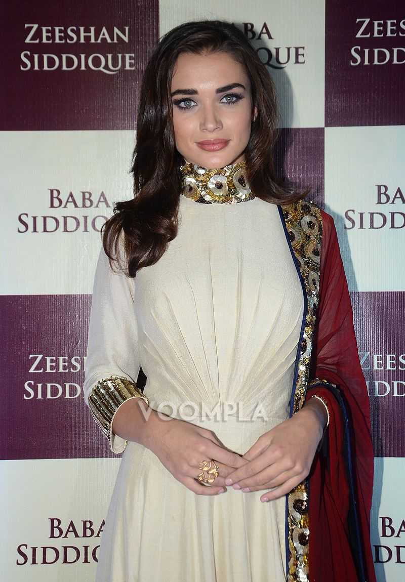 Manish malhotra anarkali manish malhotra anarkali hd wallpapers car - Amy Jackson Gleams In Manish Malhotra Anarkali At Baba Siddique S Iftar Party