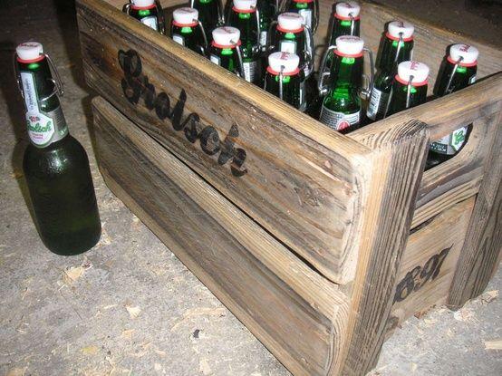 wooden crate/box. caja de madera. wedding. boda. decoration. decoración. party. fiesta. drinks. bebidas. vintage.