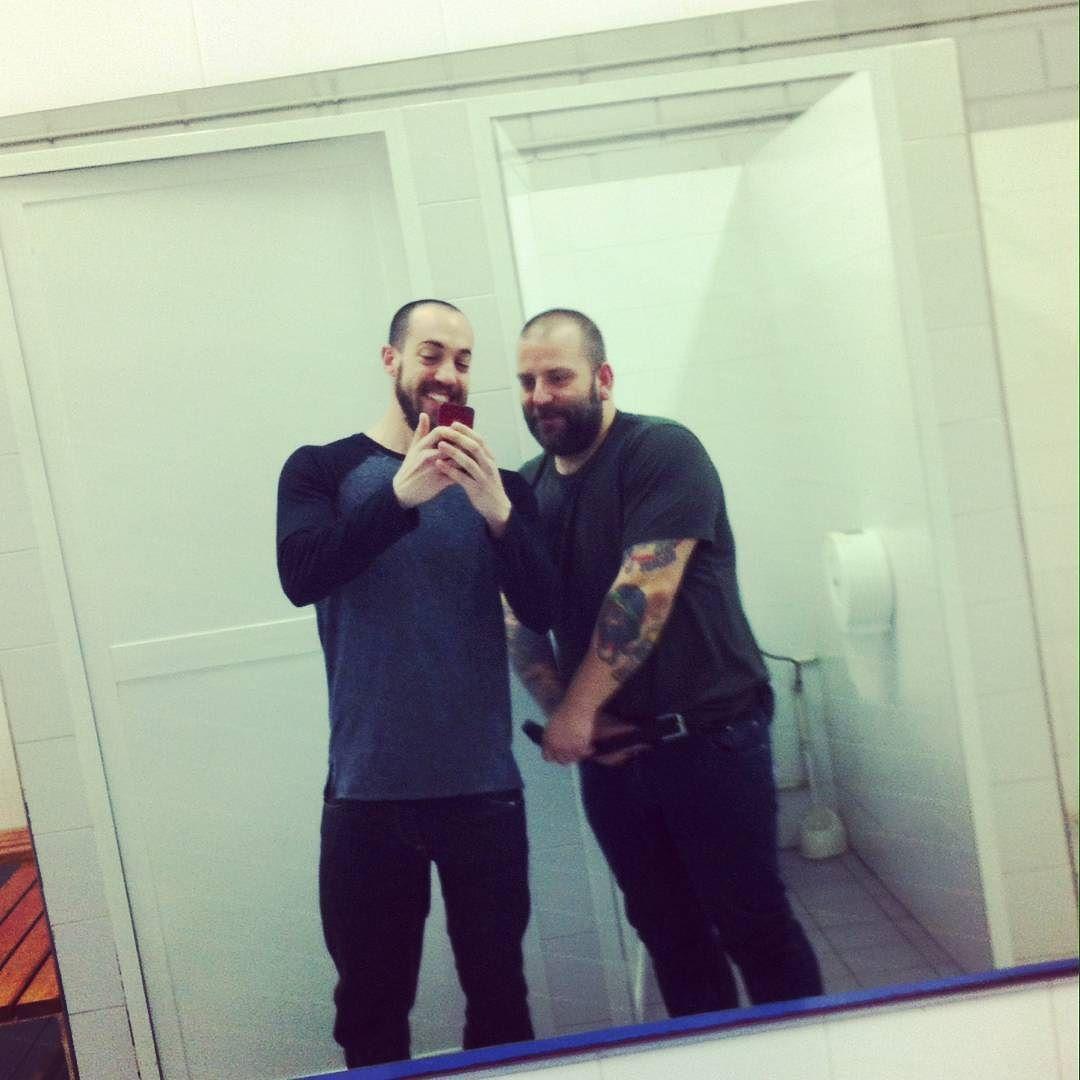 ŤWØ BËÅRĎ #bear #beard #workout #fit #fitness #gym #lokerroom #gofit #yohfit #muscle #fitnessaddict #gymlife #gaybear #gaybeard by meat.maker