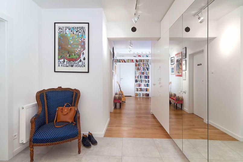 Lustrzana Szafa W Przedpokoju Small Spaces House Design Home
