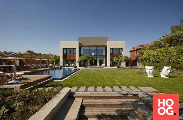 Luxe loungetuin met rechthoekig zwembad exteta ibiza tisuu