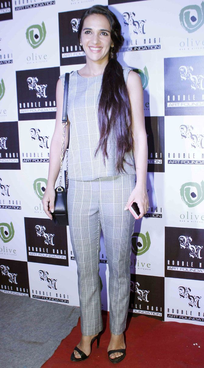 Tara Sharma Saluja at an art exhibition. #Bollywood #Fashion #Style #Beauty #Hot