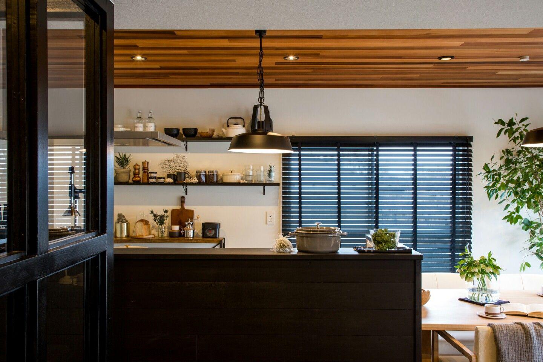 キッチン 腰壁 ライト 天井羽目板 Re住むリノベーションカリフォルニアプロジェクト Citystyle n 金沢店 模様替え インテリア リノベーション