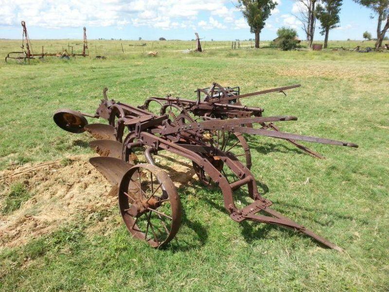 old antique farm tools - laurelleaffarm.com