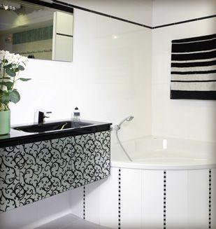meuble suspendu avec arabesque sur verre plan vasque en verre noir brillant baignoire d 39 angle. Black Bedroom Furniture Sets. Home Design Ideas