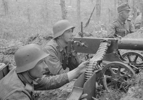 Finnish machine gun crew ready to fire.  Department Partinen, 1941.07.07