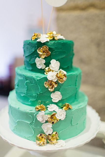 Wedding Cake by Bolos por Gosto, origami flowers by Fernanda Teixeira.