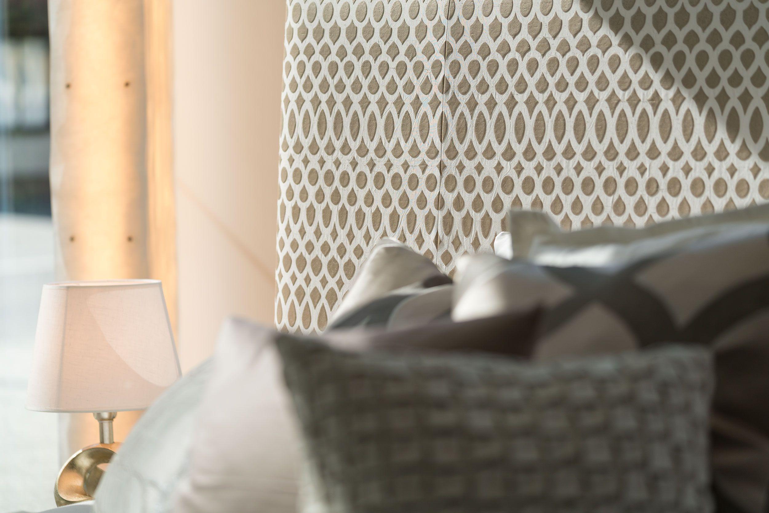 Schlafzimmer ausstellungsstück ~ Bett grand cru von schramm leuchte von steve lechot und cantori