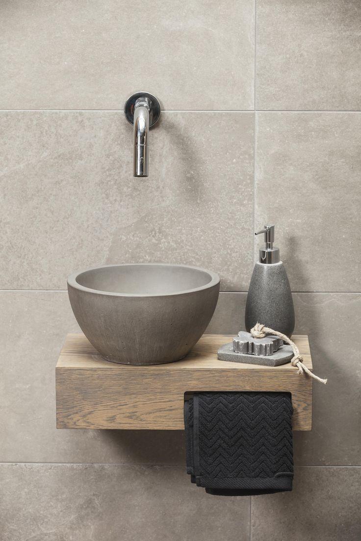 Prachtig betonnen fonteintje welke in ieder toilet past. Het fonteintje is voorzien van een unieke coating welke de karakteristieke uitstraling van het beton versterkt en bescherming biedt tegen vlekken. Wil je ook zo'n mooi fonteintje in je toilet? Of ben je misschien op zoek naar bijvoorbeeld een wastafel of aanrechtblad van onderhoudsvriendelijk beton? Neem dan snel een kijkje op www.betoninhuis.nl - #aanrechtblad #ben #bescherming #Beton #betonnen #biedt #bijvoorbeeld #coating #dan #De #een #downstairsloo