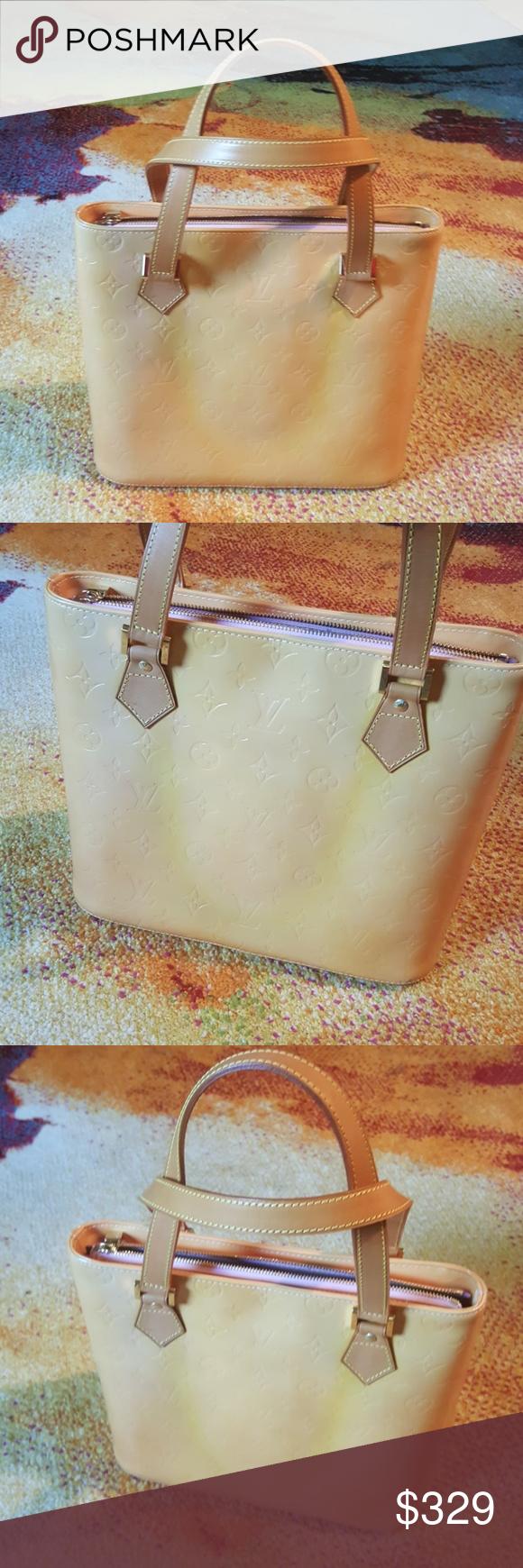 c5e5a23c1380 Louis Vuitton Vernis Handbag This is an Authentic Louis Vuitton Vernis  Marshmallow Houston Handbag. Patent Leather. M91054. Shoulder tote Louis  Vuitton Bags