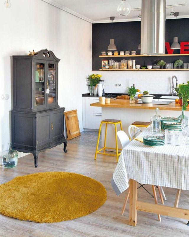 La vivienda a la que nos asomamos hoy, es todo un gratificante hallazgo. Si la aquí presente es una enamorada del estilo escandinavo y e...