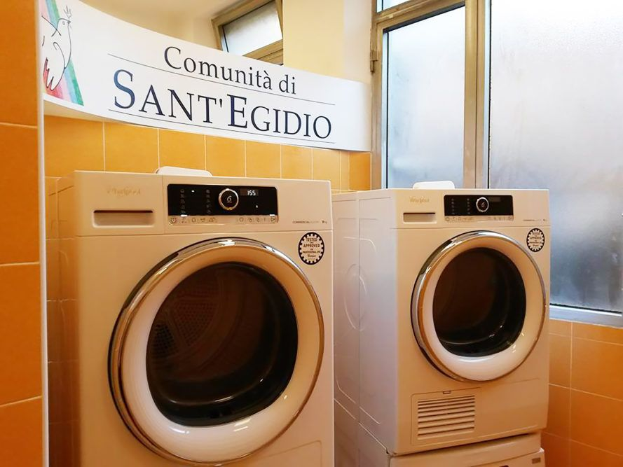 Pope Opens Free Laundromat For Rome S Poor Pope Homeless People