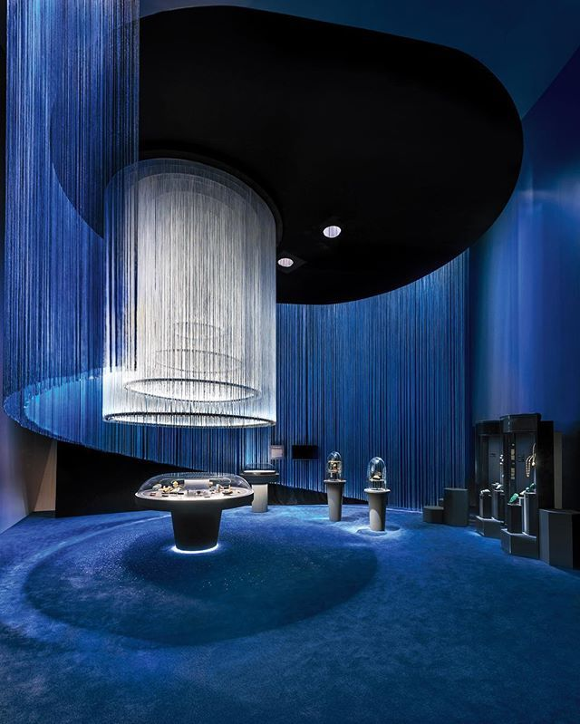 After turning to Patrick Jouin and Sanjit Manku to design five boutiques, luxury jewelry brand @VanCleefArpels commissioned the Interior Design Hall of Fame members again for a jewelry exhibition at the ArtScience Museum in Singapore. The designers saturated the space in emerald green and sapphire blue, which backdrops 450 historic pieces and 250 mineral specimens captured in crystalline bell jars and radiant columns. : Edward Hendricks. @sandow