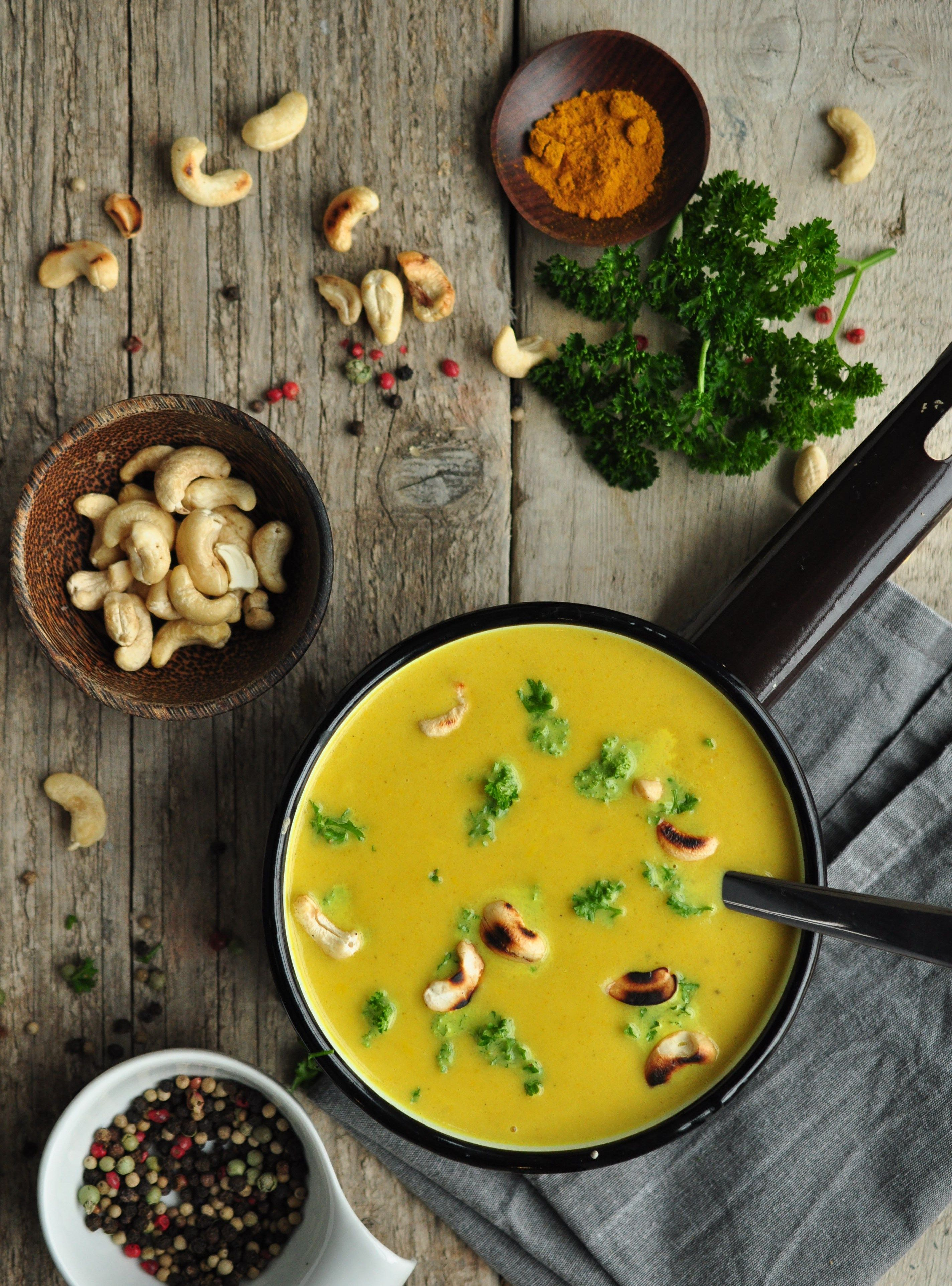 Photo of Zucchini-Curry-Cremesuppe mit gerösteten Cashewkernen | grünesser