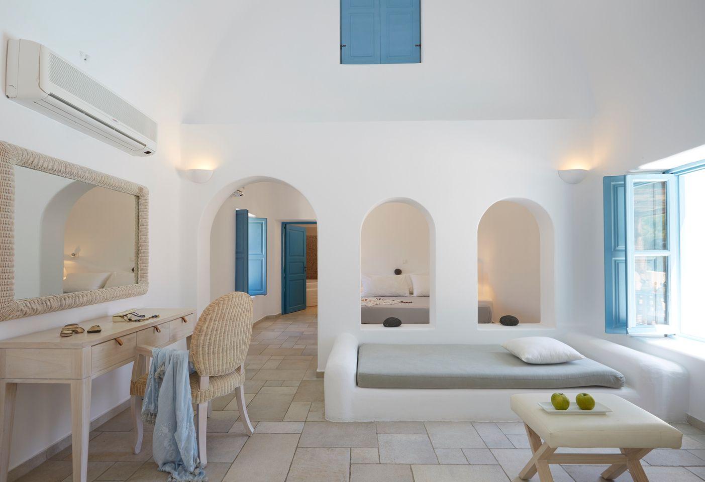 Black rose luxurious suites in santorini hotels for Casas en islas griegas