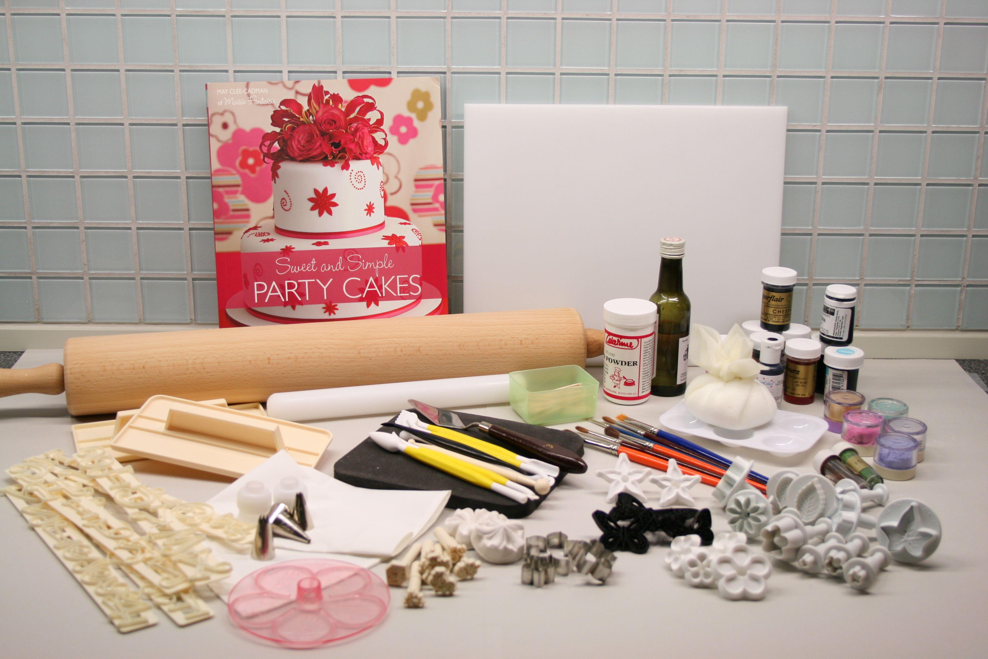Basic cake decorating kit   Cake decorating tools, Cake and Basic cake