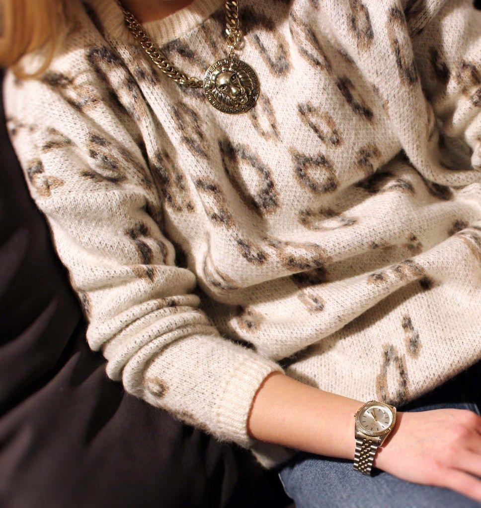 THECLASSYDRESSY.COM - Animal Knit #Asos #fashion #fashioninspiration #fashiondetails #animalprint #knitwear #streetstyle #howtowear #classy #accessories