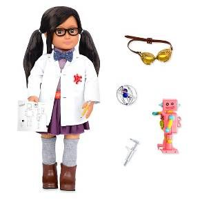 If I can imagine it, I can build it! Includes:<br>1 doll, 1 pair of undies, 1 lab coat, 1 shirt, 1 bow tie, 1 skirt,<br>1 pair of knee socks, 1 pair of boots, 1 pair of glasses, 1 wind up robot, 1 calliper, 1 pair of goggles, 1 atom model, 1 pencil and 1 robot spec sheet.