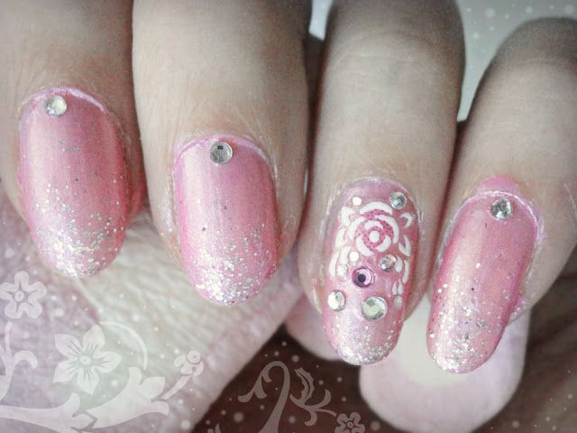 Ida-Marian kynnet / Pink and glitter polish with rose sticker and rhinestones / #Nails #Nailart