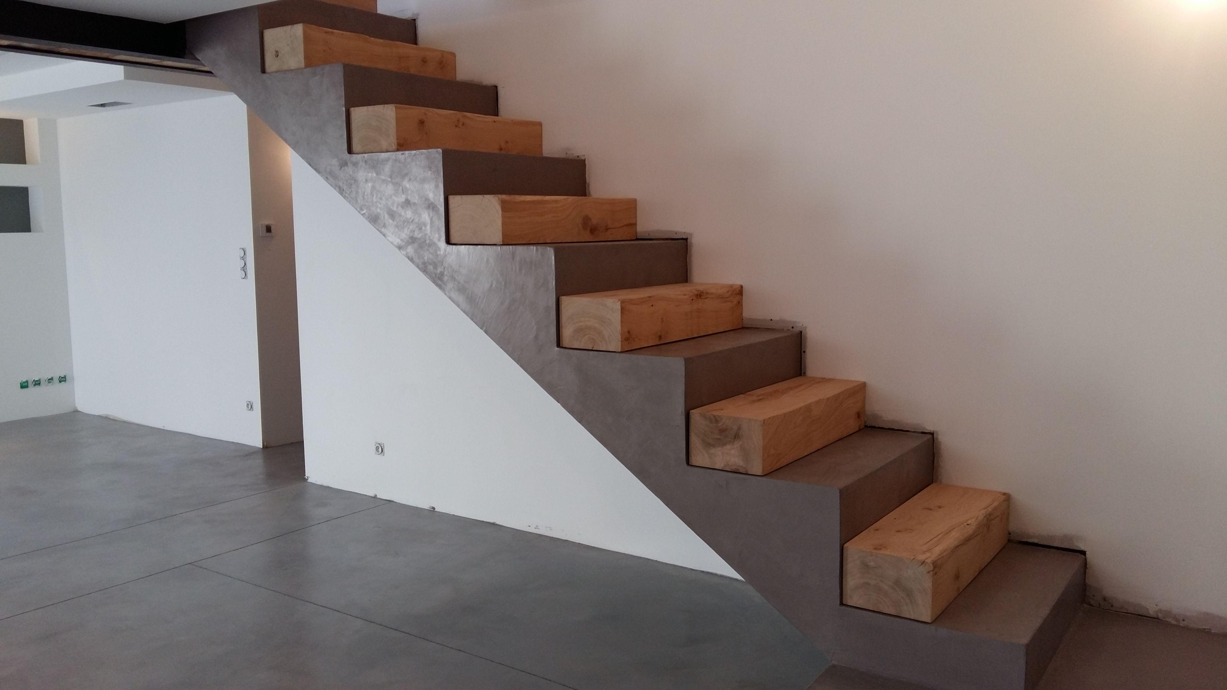 Habillage Bois Marches Balancees Et Droite Sur Escalier Beton Escalier Beton Habillage Escalier Escalier Carrelage