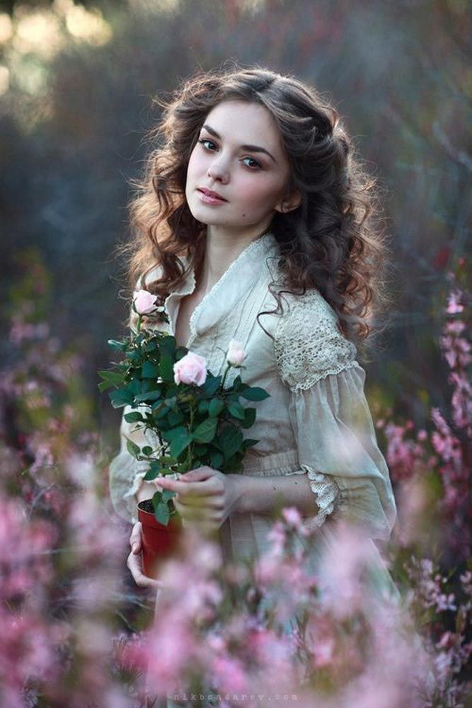 21 Portraits Of Most Beautiful Women With Flowers Beautiful Beautiful Women Women